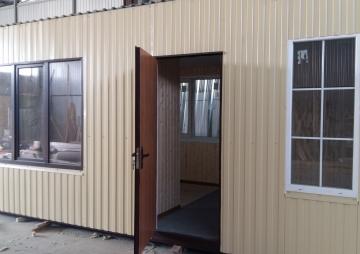 Крымская дача с открытой дверью