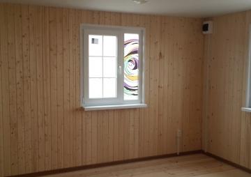 Угол дачи и 2 окна