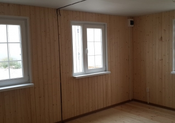 стенка и 3 окна
