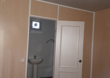 Дачный дом дверь