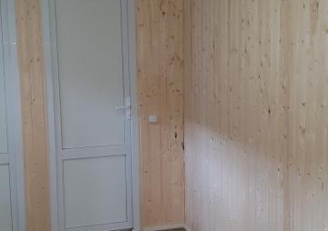 одна дверь