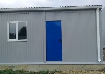 Синяя дверь и окно
