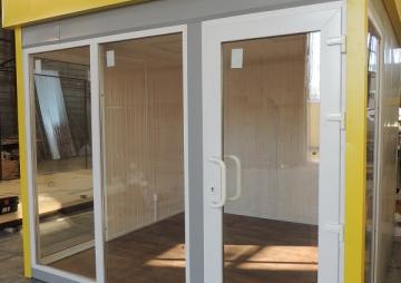 Дверь и окна киоска