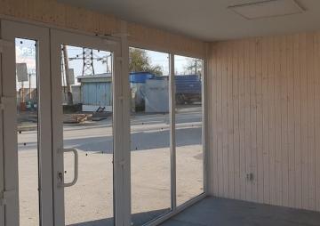 Окна в павильоне для торговли