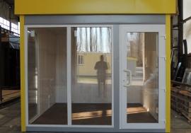 Киоск с большими окнами